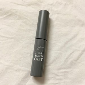 5/$15 it Cosmetics Lash Blow Out